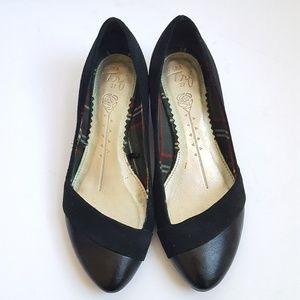 Zara 37 Black Pointy Flats Suede Leather